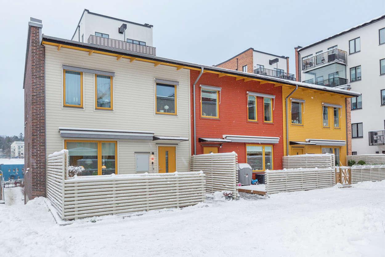 Fasad gårdssida, 3-plans hus i souteräng