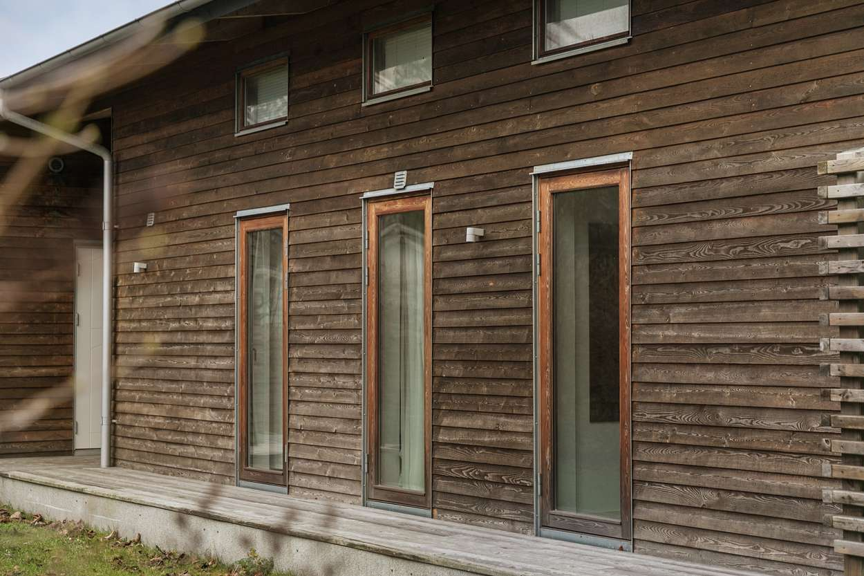 Samtliga sovrum i huvudbyggnaden har egen altandörr