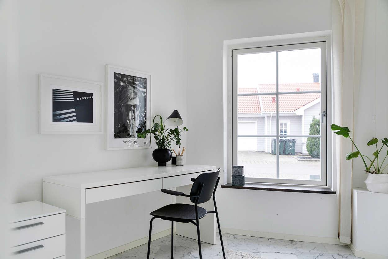 Arbetsrum som även kan användas som sovrum med enkelsäng.