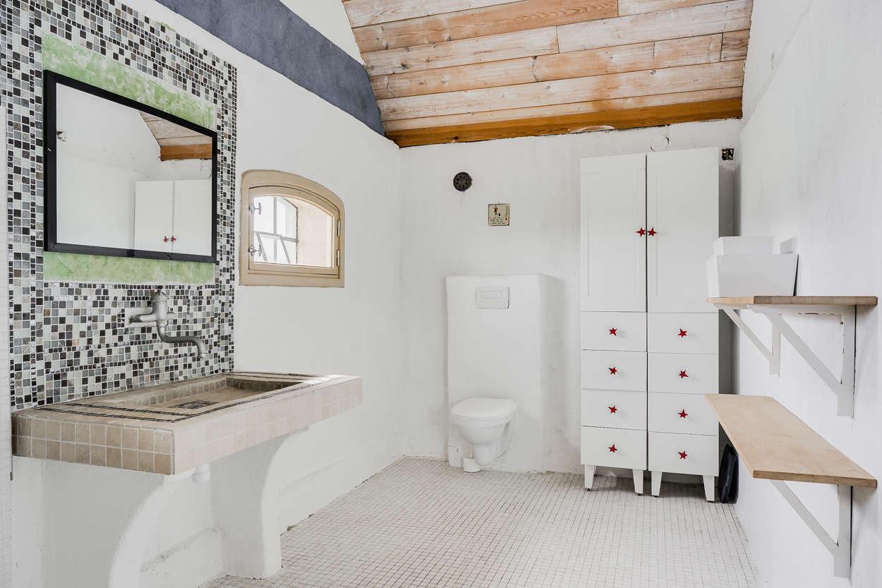 Badrummet i anslutning till det stora sovrummet...