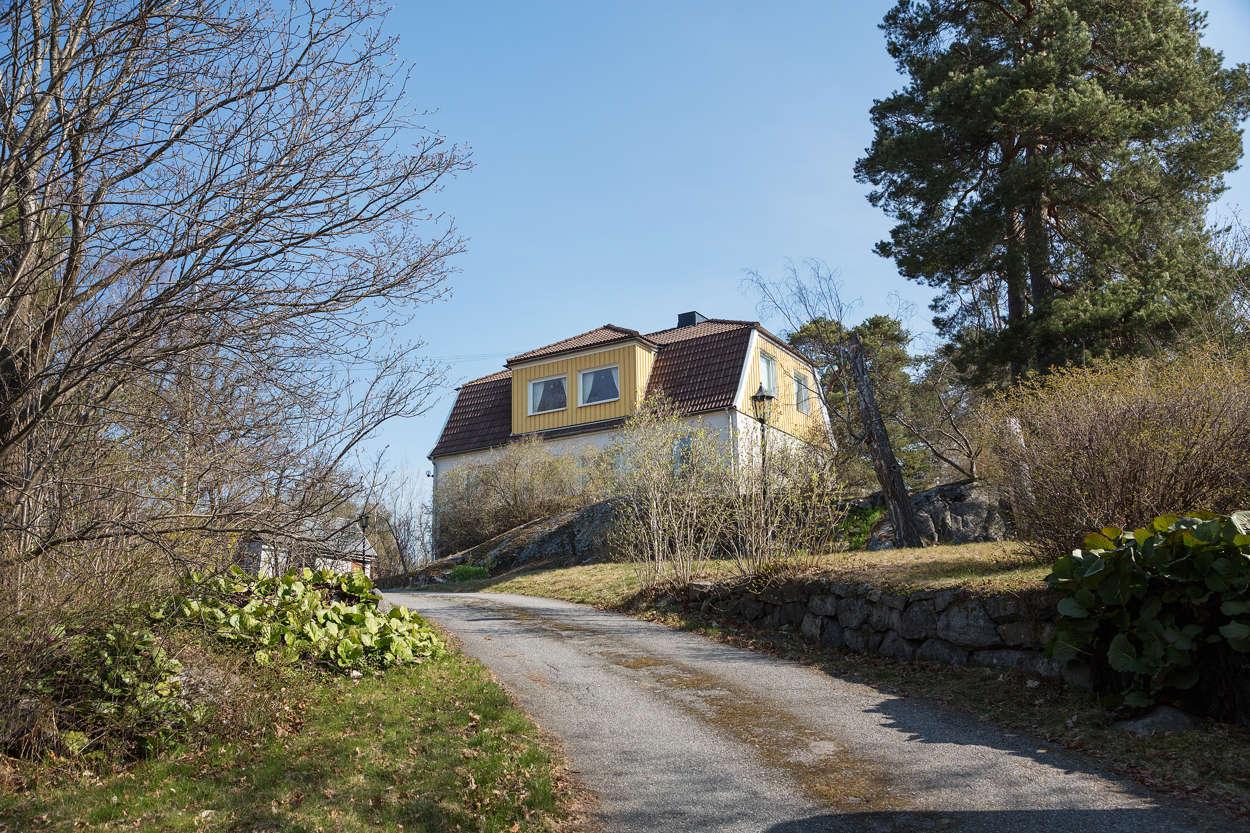 Huset sett från uppfarten