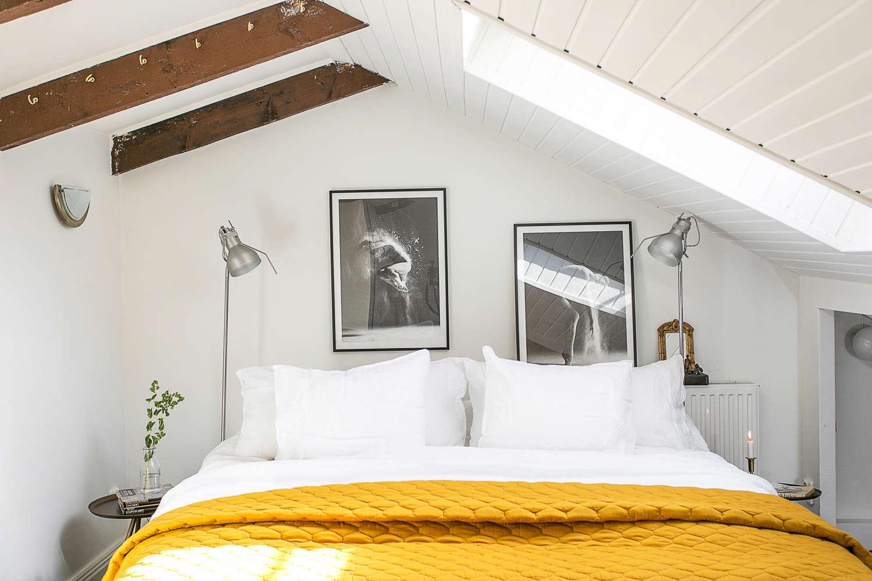 Sovrum på vinden med bygglov för terrass
