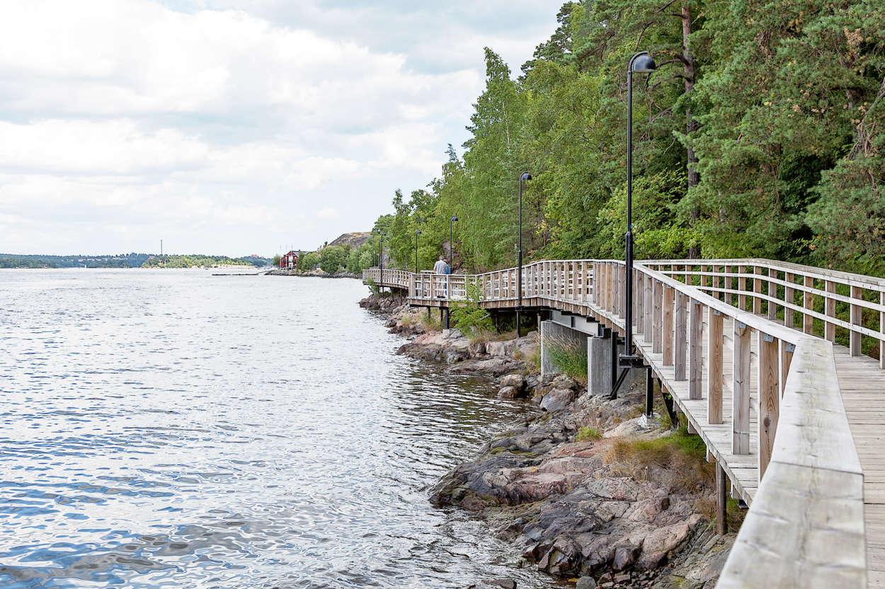 Nu kan man gå/cykla längs vattnet ända in till stan