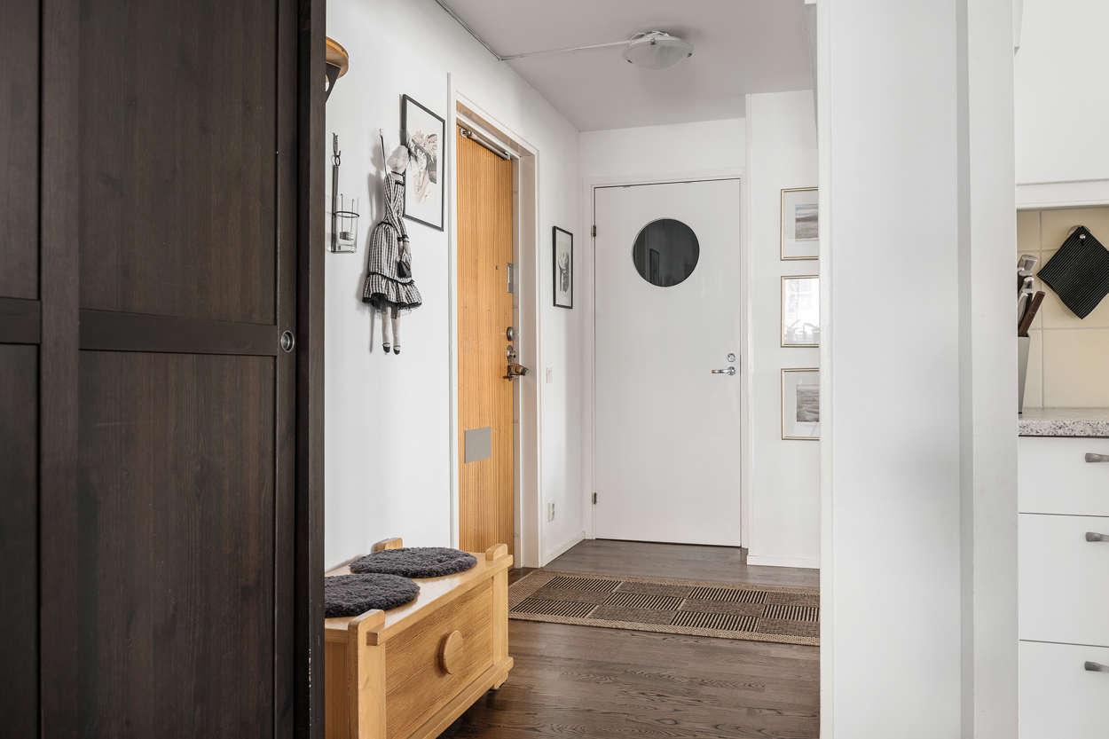 Hallen mot badrummet