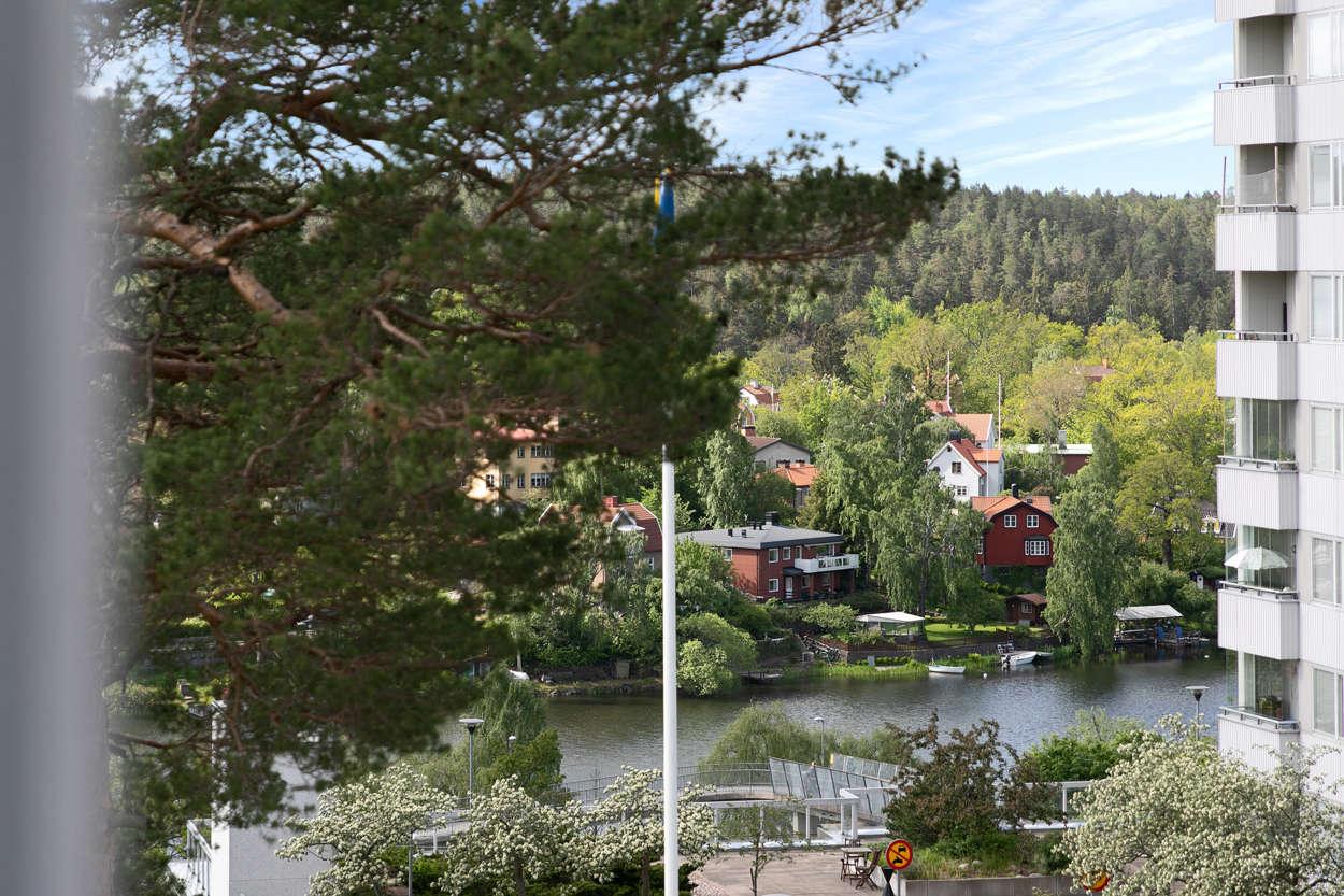 Utsikt mot Järlasjön (zoomad)