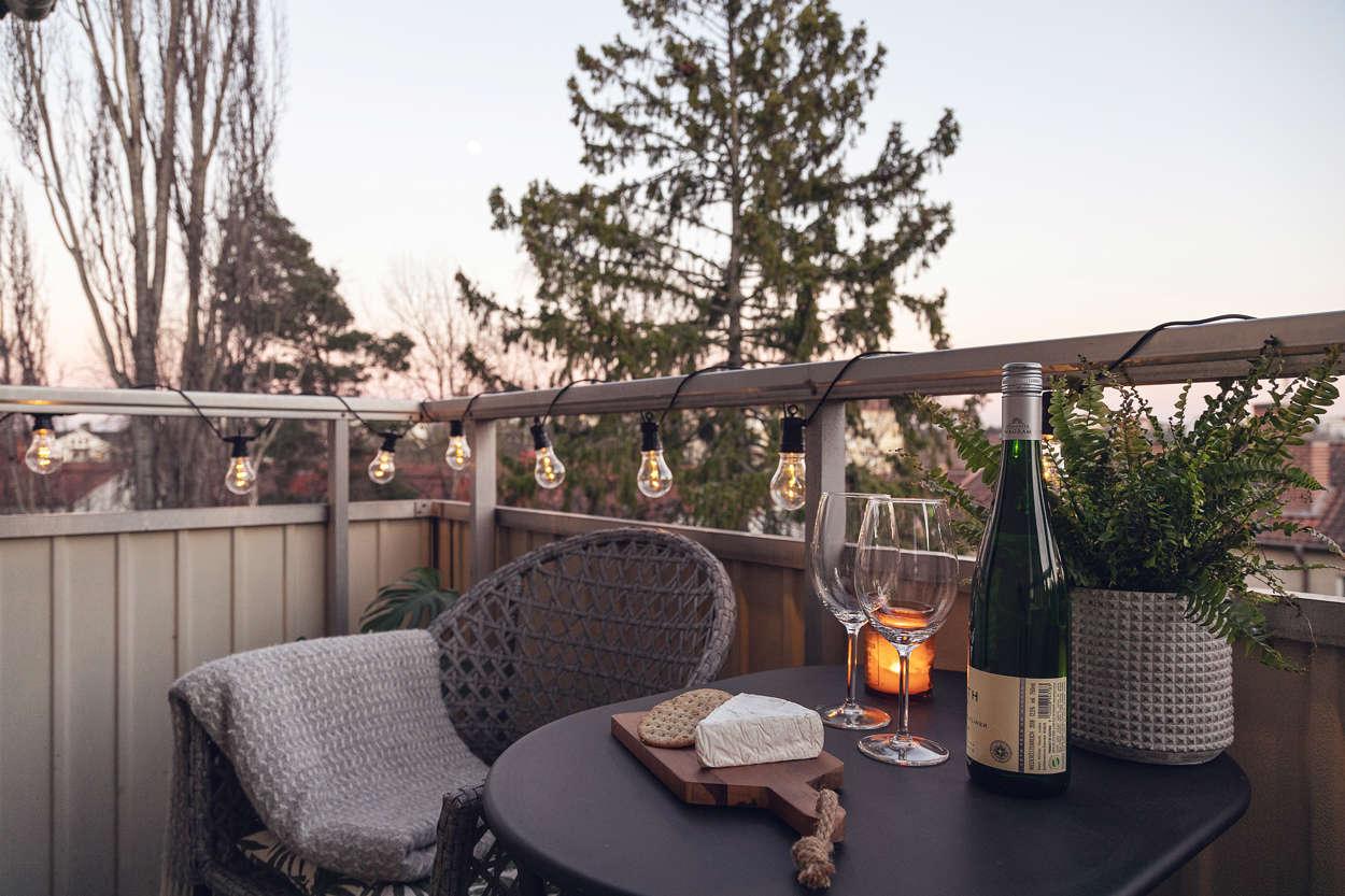 Ett glas vin på balkongen?