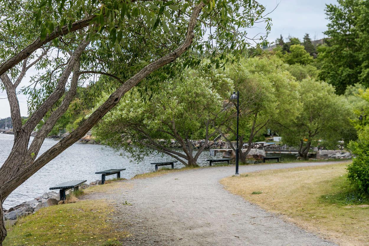 Promenadväg längs vattnet
