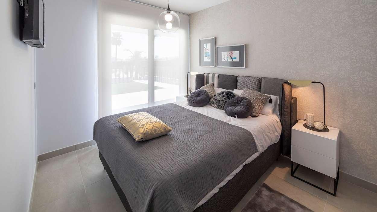 Sovrum med direkt utgång till terrass eller balkong