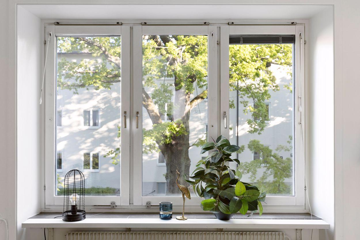 Stora fönster i vardagsrum (Här planeras balkong)